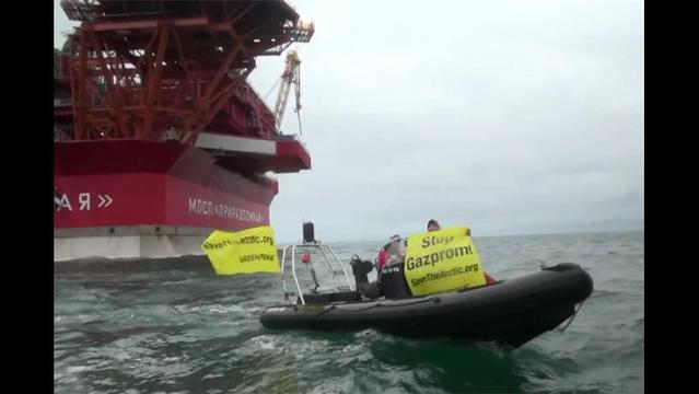 Greenpeace activists board Arctic oil platform in Save the Arctic campaign