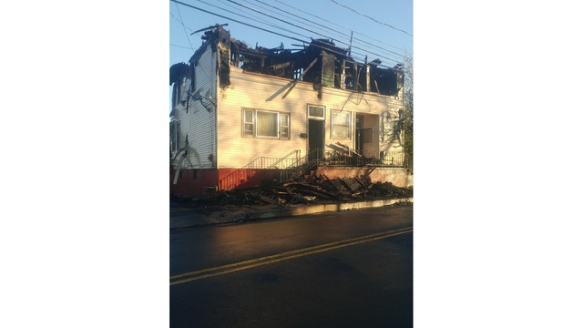 Woodlawn Apt. fire displaces family of four